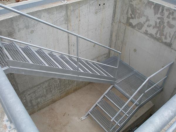 Construcciones met licas industriales javier ramos for Escaleras de exterior metalicas